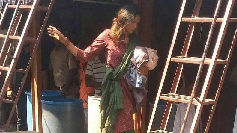 Do you recognize this women …Ohh yes this is Deepika Padukone in her non-glamorous look for new project