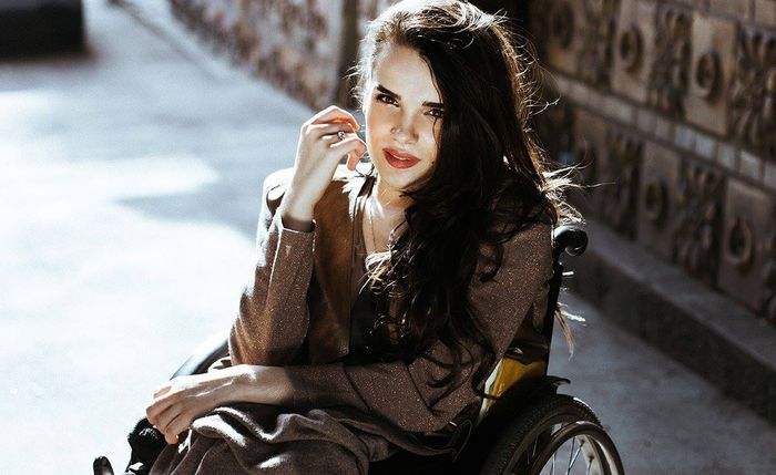 Ukraine's first wheelchair model breaks taboos and finally gets her first runway debut ,Alexandra Kutas
