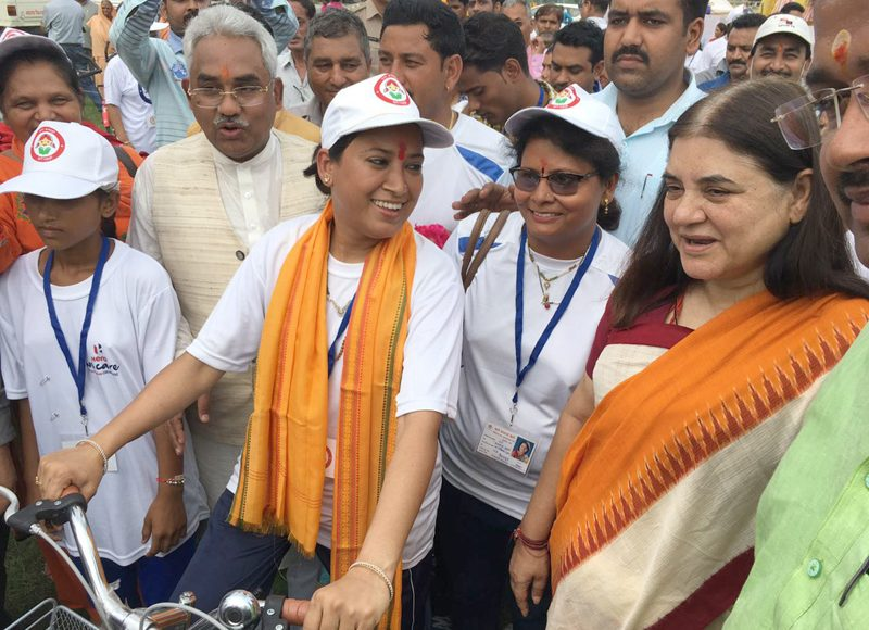 Smt. Maneka Sanjay Gandhi received the cycle rally carrying the message of Beti Bachao Beti Padhao