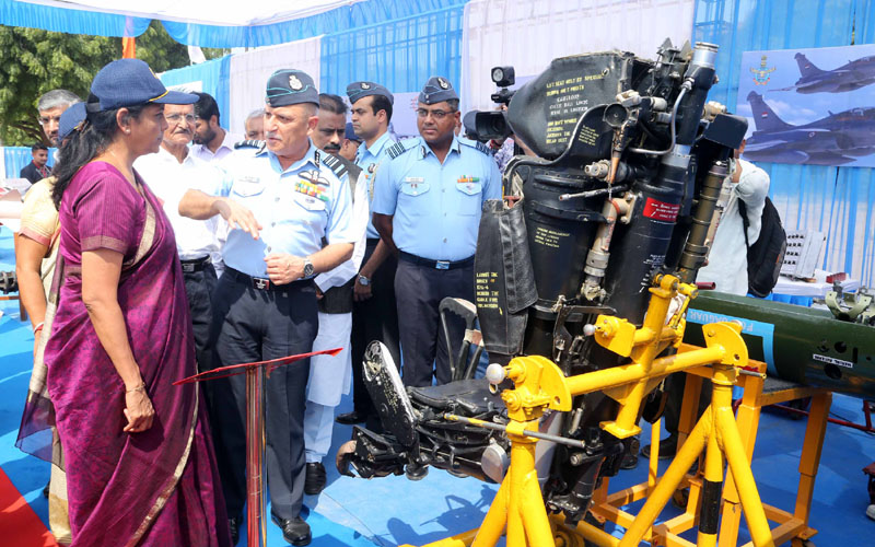 Smt. Nirmala Sitharaman with the Air Officer Commanding-in-Chief,  during her visit to the 'Know Your Air Force' exhibition,