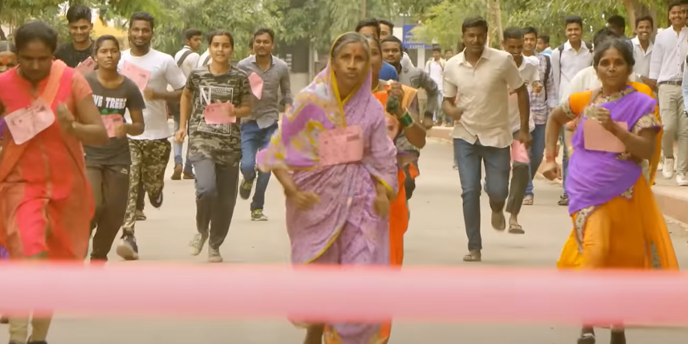 Lata Kare: The 68 yr old Gutsy Woman Who Ran A Marathon Barefoot To Save Her Husband's Life!